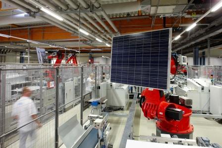 aleo_solar_presskit_27_germany_factory_robot_300%20DPI