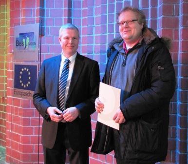 RKL Thorsten Herbrüggen ehrt Bernhold Emme-Zumpe (Leitung Qualitätssicherung WKS Gruppe) für 10jährige Mitgliedschaft in der DGQ